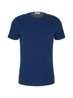t-shirt with structured fabric