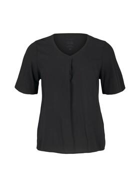 T-shirt pleat detail
