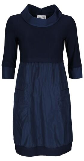 Kleid mit leichtem Kragen